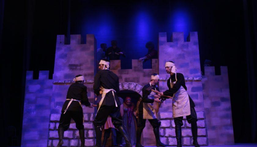 Онлайн-показ спектакля Крепость