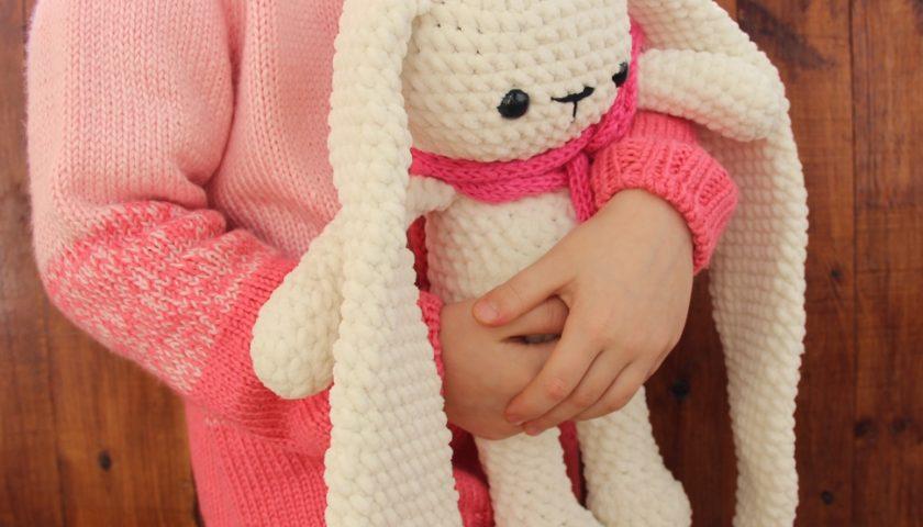 Трансляция онлайн мастер-класса по вязанию «Зайца, часть 1»