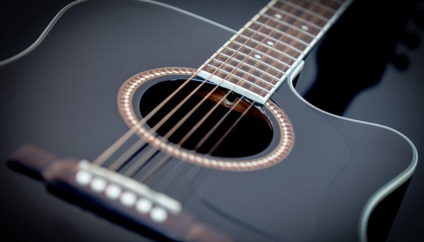Видео-урок «Учимся играть на гитаре!»